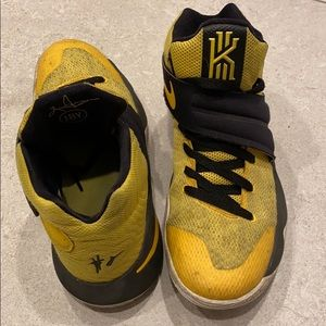 Nike Kyrie 2Australia YellowBlack, good condition